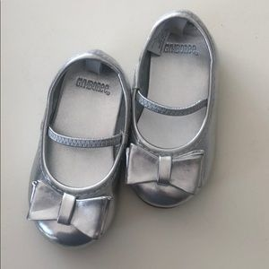 Like New - Silver Mary Janes with Bow